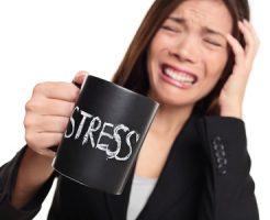 仕事でのストレスがたまる原因と解消