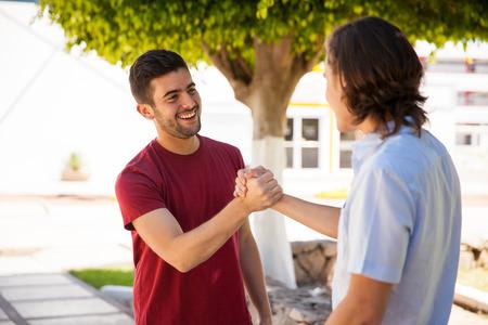 初対面の人と最速で仲良くなれる7つの会話術